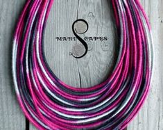Produkty podobne do Dark Orchid yarn-wrapped necklace / tribal / hippie / bohemian / fiber / thread-wrapped / fuchsia w Etsy Yarn Necklace, Tribal Necklace, Tribal Jewelry, Washer Necklace, Unique Jewelry, Necklaces, Earrings, Super Duo, Orchid Color