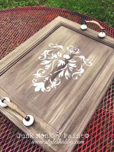 You can find random cabinet doors in all kinds of places! But what can you do with them? How can you turn them into cute home décor? Let me show you my stop four ways to repurpose a plain jane cabinet door!