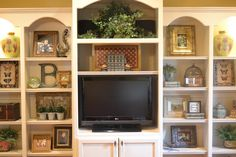 Ideas for decorating shelves.   Worthing Court: House Snooping at Kristen's Creations