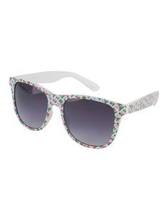 Wayfarer Sunglasses (Buy WayFarer Sunglasses from AMAZON at discounted prices. Thousands of colors available)