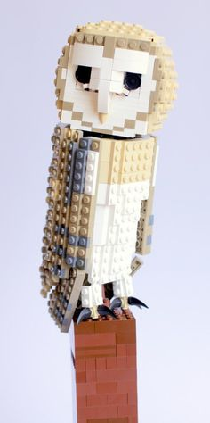 Barney the Barn Owl :: LEGO Birds. Here is the latest addition to my Lego Bird Project. Barney the Barn owl. Barney has been the most challenging build so far just because of the . Van Lego, Used Legos, Lego Animals, Lego Craft, Lego Blocks, Cool Lego Creations, Lego Models, Legoland, Lego Sets