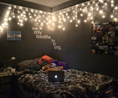 I really want to put Christmas lights in my room! 66 Inspiring ideas for Christmas lights in the bedroom Dream Rooms, Dream Bedroom, Girls Bedroom, Funky Bedroom, Indie Bedroom, Teenage Bedrooms, Pretty Bedroom, Tumblr Bedroom, Tumblr Rooms
