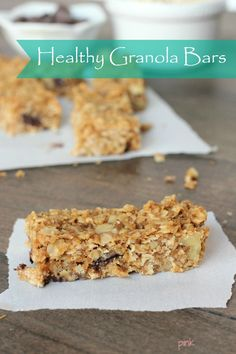 Homemade soft and chewy chocolate walnut granola bars! Delicious and refined sugar-free! Healthy Granola Bars, Chewy Granola Bars, Homemade Granola Bars, Clean Granola, Baking Recipes, Whole Food Recipes, Snack Recipes, Bar Recipes, Breakfast Recipes