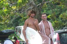 Sem Bruna Marquezine, Marlon Teixeira surfa em praia no Rio