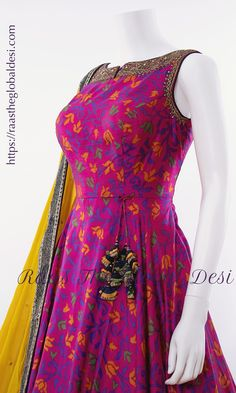 Simple Gown Design, Long Dress Design, Dress Neck Designs, Designs For Dresses, Stylish Dress Designs, Indian Fashion Dresses, Frock Fashion, Indian Gowns Dresses, Dress Indian Style