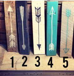 Reclaimed wood arrow with date por partyof9 en Etsy