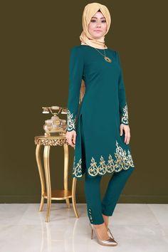 Gold Varak Detay Pantolonlu 2'li Takım Petrol Ürün kodu: ASM2020 --> 129.90 TL Muslim Fashion, Modest Fashion, Hijab Fashion, Dress Neck Designs, Blouse Designs, Modele Hijab, Head Scarf Styles, Hijab Style, Evening Dresses