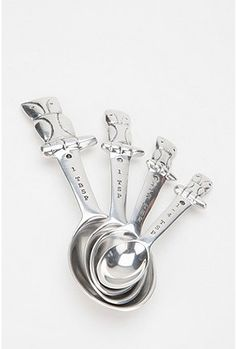 owl measuring spoons, set of 4...the bestie may need this for her housewarming party. It has a purpose!