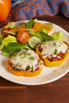 Eating healthy doesn't have to suck with these totally delish dinner ideas. Whether you love chicken, pasta or are gluten-free and vegetarian, these quick and easy recipes are the best ways to eat a low-calorie dinner. Meatloaf Recipes, Meat Recipes, Low Carb Recipes, Dinner Recipes, Cooking Recipes, Healthy Recipes, Pepper Recipes, Dinner Ideas, Sandwich Recipes