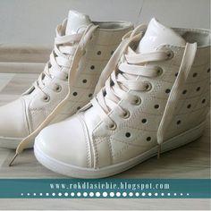 Buty na wiosnę, czyli kwietniowe zakupy Wedges, Sneakers, Shoes, Fashion, Tennis, Moda, Slippers, Zapatos, Shoes Outlet