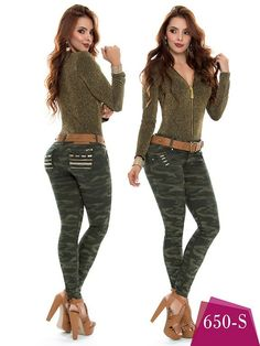 Www.hotredfashion.com   #jeans #denim #levantacolas #camu Bellisima, Jeans, Capri Pants, Denim, Beauty, Fashion, Dress Up, Moda, Capri Trousers