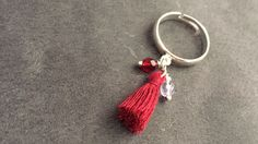 Bagues réglable argenté pompons et perles à facette..   http://www.alittlemarket.com/boutique/maps_creation-2284207.html