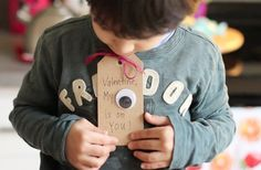 Turn a simple gift tag and a googly eye into an adorable and clever Valentine's Day card with this simple craft.