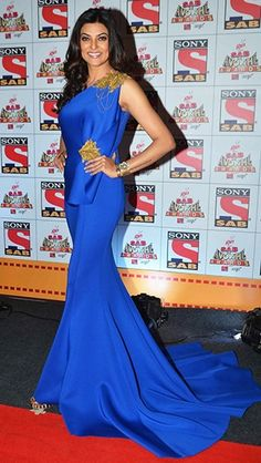 The former Miss Universe, Sushmita Sen, dazzles in a brilliant blue Shantanu and Nikhil gown.  Thx Vogue.in