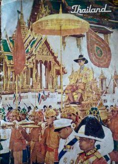 "King of Thailand : His Majesty King Bhumibol Adulyadej (RAMA IX) พระบาทสมเด็จพระเจ้าอยู่หัวภูมิพลอดุลยเดช ภาพจากปกนิตยสาร Thailand Illustrated N°109 February 1964 ; กุมภาพันธ์ ๒๕๐๗ ""๗ ธันวาคม ๒๕๐๖ พระบาทสมเด็จพระเจ้าอยู่หัว รัชกาลที่ ๙ ทรงเครื่องบรมขัตติยราชภูษิตาภรณ์ ทรงพระมหามาลาประทับพระที่นั่งราชยานพุดตานทอง เสด็จฯ เลียบพระนครโดยกระบวนพยุหยาตราสถลมารค ตามโบราณราชประเพณีเนื่องในวโรกาสทรงเจริญพระชนมพรรษาครบ ๓ รอบ"" King Thailand, King Rama 9, Queen Sirikit, Bhumibol Adulyadej, Great King, King Of Kings, King Queen, Respect, Queens"