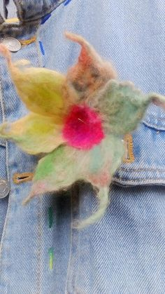 Uniqiue flowers,brooch and pin, hand felted. No two flowers are the same. Green Flowers, Flower Brooch, Hair Pins, Brooches, Felt, Gifts, Handmade, Etsy, Vintage