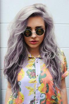 O puedes mezclarlo con un tinte lila: | 17 Fotos que te darán ganas de teñirte el pelo de gris