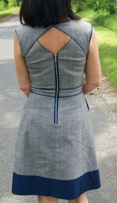 Dress pattern with cut-out neckline? Neck Designs For Suits, Back Neck Designs, Designs For Dresses, Blouse Neck Designs, Neckline Designs, Salwar Designs, Kurta Designs Women, Kurti Designs Party Wear, Short Kurti Designs