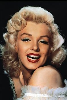 Marilyn Monroe 1000 Piece Puzzle, http://www.amazon.com/dp/B005Z1BOVS/ref=cm_sw_r_pi_awdm_NmH1sb0Z0MP80