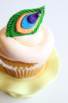 peacock feather cupcake