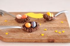 Chocolate nests (not complete instructions but may be able to figure it out) Chocolate Nests, Chocolate Spoons, Chocolate Sprinkles, Easter Chocolate, Chocolate Covered, Easter Recipes, Baby Food Recipes, Easter Food, Easter Ideas