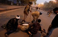 Constable injured during Sunday's protest at India Gate dies  http://ndtv.in/RfJ8Df
