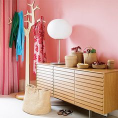 Like the contrast of powder pink and modern wood.