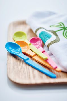 Mealtime with the minis is a little more fun with our Hang On Spoon Set!