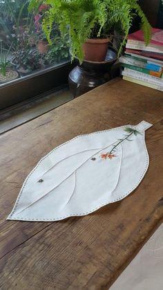 나이가 들수록 지나가는 계절이 아깝다는걸 실감합니다.연둣빛깔 새싹으로 봄을 알려주던 쥐땅나무가 어느... Herb Embroidery, Hand Embroidery Stitches, Embroidery Needles, Hand Embroidery Designs, Ribbon Embroidery, Cross Stitch Embroidery, Embroidery Patterns, Machine Embroidery, Japanese Sewing Patterns
