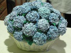 Hydrangea cupcake bouquet - wowzer! :)
