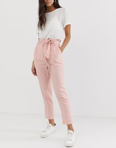 Find the best selection of ASOS DESIGN linen tie waist tapered peg pants. Shop today with free delivery and returns (Ts&Cs apply) with ASOS! Stylish Work Outfits, Casual Outfits, Girl Outfits, Cute Outfits, Fashion Outfits, Work Fashion, Office Looks, Peg Trousers, Look Formal