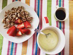 My Breakfast ! Today workout. #caffè #fragole #crusca #yogurt