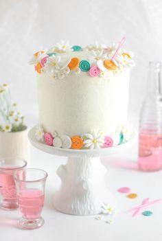 Sprinkle Bakes: Buttons Birthday Cake (Easy White Cake with Vanilla Bean Frosting) Gorgeous Cakes, Pretty Cakes, Cute Cakes, Amazing Cakes, Vanilla Bean Frosting, Buttercream Frosting, Button Cake, Sour Cream Cake, Gateaux Cake