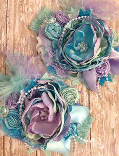 Sirena mística sobre la venda superior diadema por ChloeRoseCouture Fabric Flower Headbands, Diy Baby Headbands, Baby Hair Bows, Handmade Headbands, Flower Hair Clips, Headband Baby, Shabby Flowers, Diy Flowers, Flowers In Hair