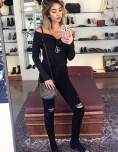 #misscalifornia Nadia Mejia took a quick pick in our 'Lindsey' top #feelthepiece #terrejacobs #ootd #mirrormoment