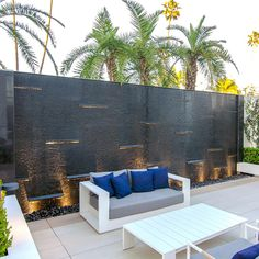The Beverly Hilton Water Wall Pond Design, Patio Design, Wall Design, Exterior Design, Outdoor Wall Fountains, Indoor Water Fountains, Outdoor Walls, Modern Water Feature, Sea Cliff
