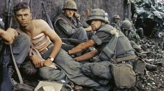 A Combat Veteran Remembers the Greatest Battles of the Vietnam War. http://www.historiareimilitaris.com/etienda/coleccion-soldados-con-historia/73-hombres-y-armas-paracaidistas-9788494339585.html