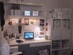 I think the furniture comes from IKEA. Beautiful room I think the furniture comes from IKEA. Beautiful room The post I think the furniture comes from IKEA. Beautiful room appeared first on Schre Bedroom Desk, Room Ideas Bedroom, Bedroom Office, Diy Bedroom, Design Bedroom, Study Room Decor, Study Rooms, Decor Room, Wall Decor