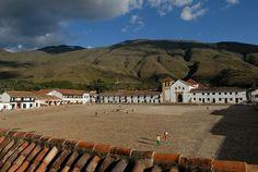 Plaza Mayor in Villa de Leyva, Kolumbien by kontour-travel.com, via Flickr