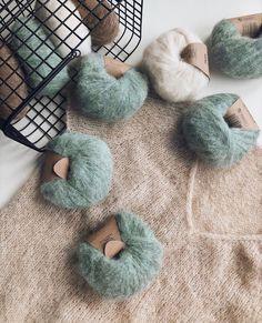 Yarn Inspiration, Yarn Projects, Diy Home Crafts, Yarns, Knit Crochet, Crafting, Wool, Hoodies, Knitting