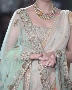 Lovely jewels and color Pakistani Dresses, Indian Sarees, Indian Dresses, Indian Outfits, Indian Attire, Indian Wear, Indian Look, Sari Blouse Designs, Desi Wedding