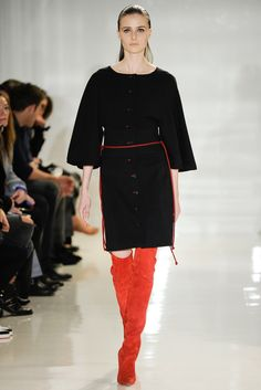See the complete Ralph Rucci Fall 2014 Ready-to-Wear collection.