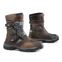 The new Forma Adventure LOW combines the comfort and flexibility of a road boot with features of an off-road boot. Perfect for adventure touring, and for riders with larger calves. - 12 months WARRANT