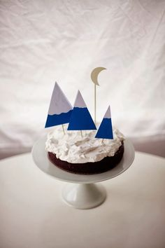 Wintery Cake Fun: Mountains and Moon Cake Toppers - Poppytalk