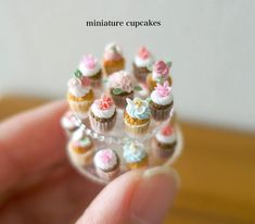 miniature cupcakes #handmade#miniature#miniaturefood#dollhouse#cupcakes#flowercake#clayflowers#ハンドメイド#ミニチュア#ミニチュアフード#ドールハウス#カップケーキ#フラワーケーキ#クレイフラワー