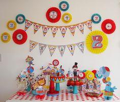 Para el cumple numero 2 de mi hijo Benjamin, queria hacerle algo especial, colorido y divertido. Use el kit Circo de mis diseños. Les c...