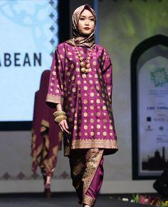 Muslim Fashion, Hijab Fashion, Fashion Dresses, Women's Fashion, Traditional Fashion, Traditional Dresses, Batik Blazer, Malay Wedding Dress, Wedding Dresses
