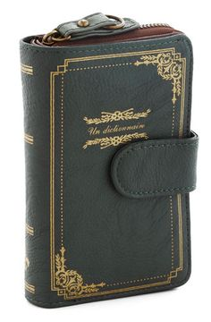 Un Dictionnaire Wallet | 17 Book-Inspired Accessories Youll Want Immediately http://www.stylewarez.com