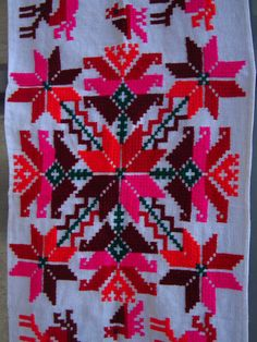 detalles Mexican Embroidery, Cross Stitch Flowers, Mandala, Quilts, Blanket, Holiday Decor, Crochet, Fabric, Smocking
