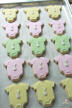 Onesie Baby Shower Cookies on Sweetopia Fancy Cookies, Cute Cookies, Royal Icing Cookies, Cupcake Cookies, Sugar Cookies, Cupcakes, Baby Shower Sweets, Baby Shower Cookies, Elephant Baby Showers